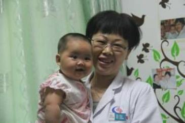 邹永兰专家妙手回春 助她生下7.6斤女婴
