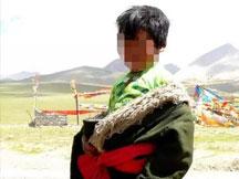 成都军盛癫痫医院-因为愚昧 藏族8岁癫痫男孩险些被毁
