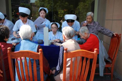 长沙长海医院开展 进社区健康义诊